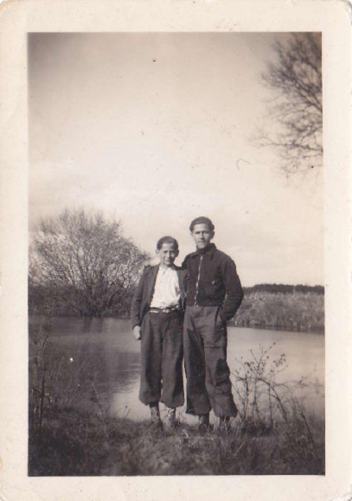 thumbnail of 1941_04