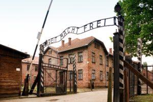 19653-HAAS-Jeanne_Auschwitz_portail_actuel