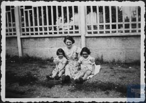Nanette et Léa GRYCMAN, avec leur mère, Brandla ?
