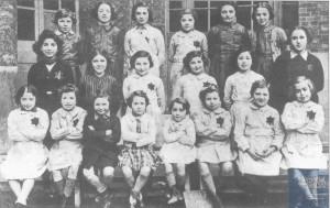 Mireille KORMAN née le 28 mars 1932 déportée de Drancy le 31 juillet 1944 par le convoi n°77.