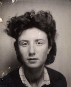 Madeleine_vers_1935