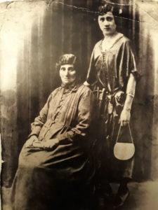 Soura mère et Chana Laya soeur Abram Zejgman 1920 environ