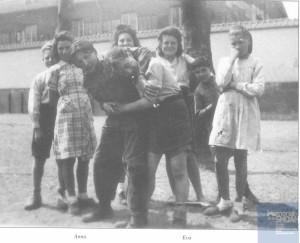 Anna TASIEMKA née le 19 novembre 1930 déportée de Drancy le 31 juillet 1944 par le convoi n°77.