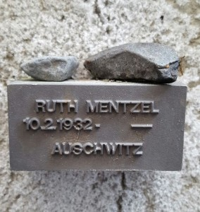 commemorative plague – stone in remembrance of Ruth Mentzel, old Jewish cemetery in Frankfurt am Main