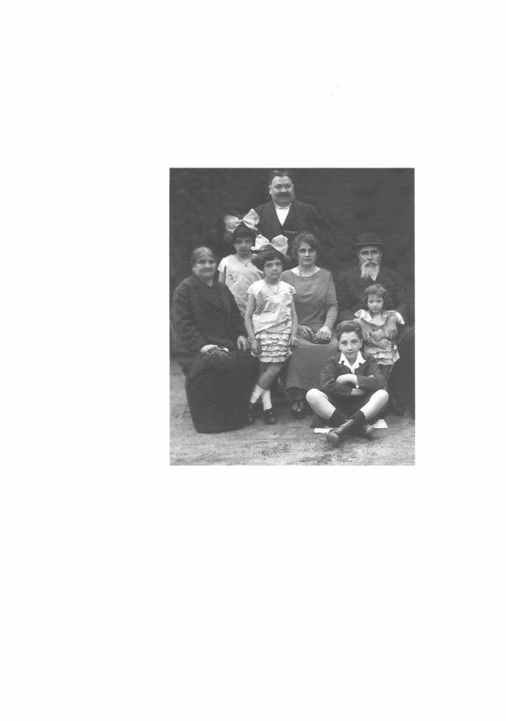thumbnail of Famille MORDO 1925