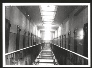 39808-MEYER_Eliette_Archives_departement_cellules_Montluc