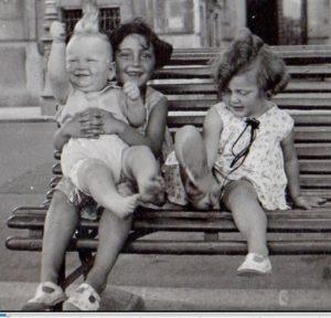 74597-BLOCH-Simone_trois_enfants