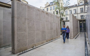 Wall_of_names,_Memorial_of_the_Shoah,_Paris