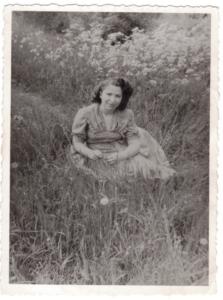 1. Suzanne Borucki portrait 1947-archives familiales