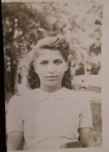 2. Suzanne adolescente-archives familiales