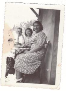 Joseph, Alta et Dina en 1938-archives familiales
