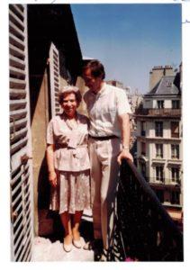 Suzanne en 1988 aux côtés de son fils-archives familiales