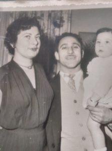 Rosa à gauche, Srul au centre et leur fils unique Didier.